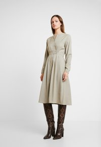 NORR - EDEN DRESS - Skjortekjole - beige - 0