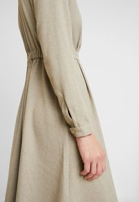NORR - EDEN DRESS - Skjortekjole - beige - 4
