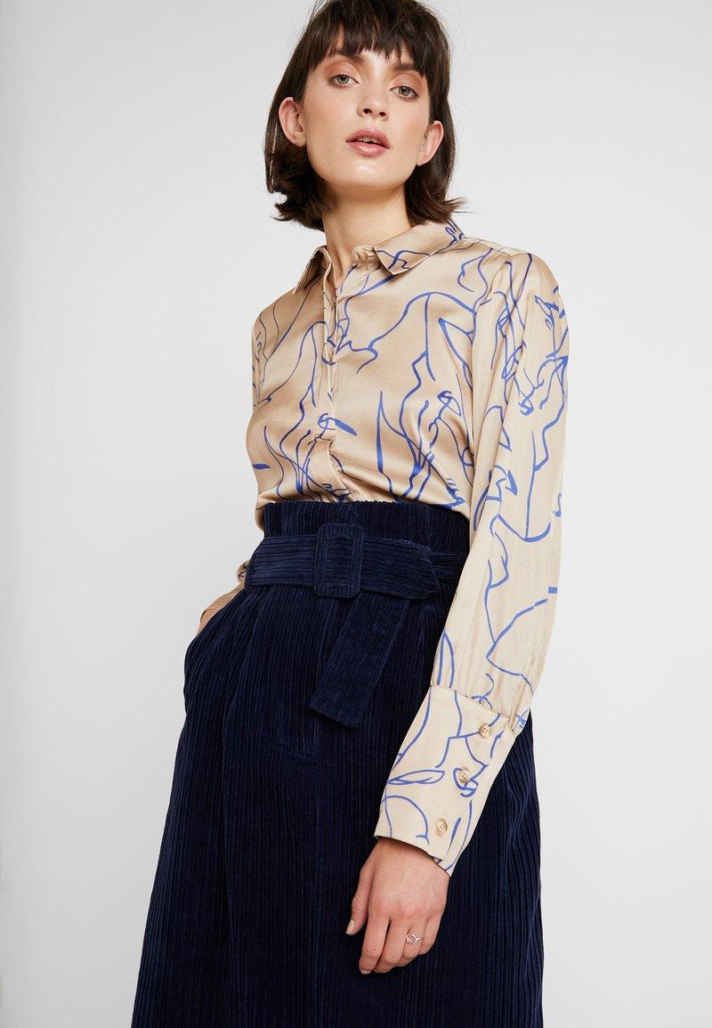 NORR - RYLAN - Button-down blouse - beige/blue