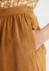 NORR - MILLE - Shortsit - golden brown - 4