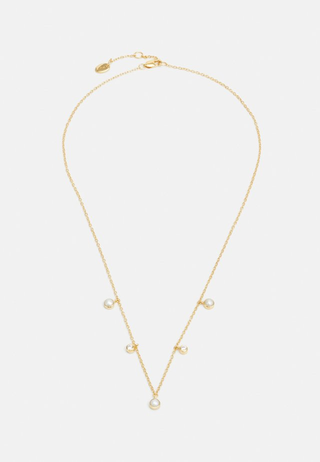 TRIPLE PEARL CHARM NECKALCE - Necklace - gold-coloured