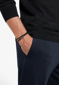 Northskull - SKULL WRAP AROUND BRACELET - Armband - black - 1