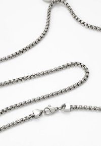 Northskull - ATTICUS SKULL TAG NECKLACE - Necklace - silver-coloured - 2