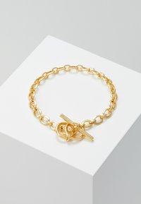 Northskull - ATTICUS SKULL BAR CHAIN BRACELET - Armbånd - gold-coloured - 0