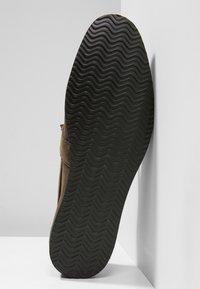 NOIRE LINE - MILO - Slipper - brown - 4