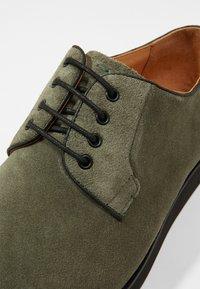 NOIRE LINE - MARC - Volnočasové šněrovací boty - olive - 5