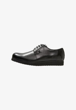 MARC - Volnočasové šněrovací boty - black