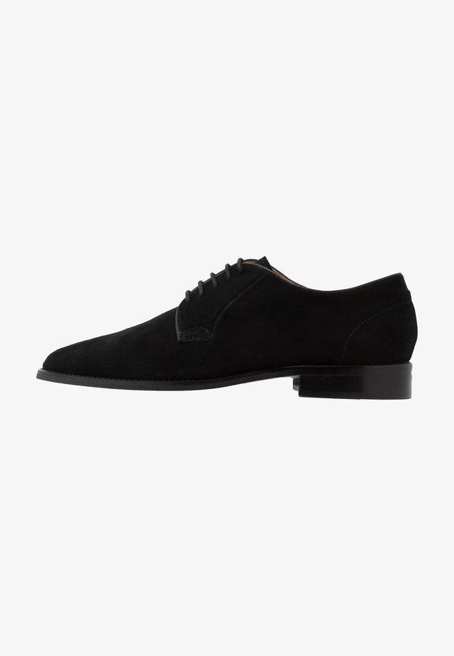 NOAH - Smart lace-ups - black
