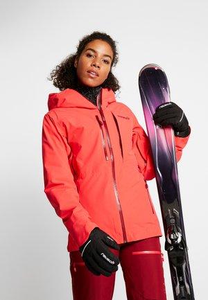 LOFOTEN GORE-TEXINSULATED JACKET - Skijakke - crisp ruby
