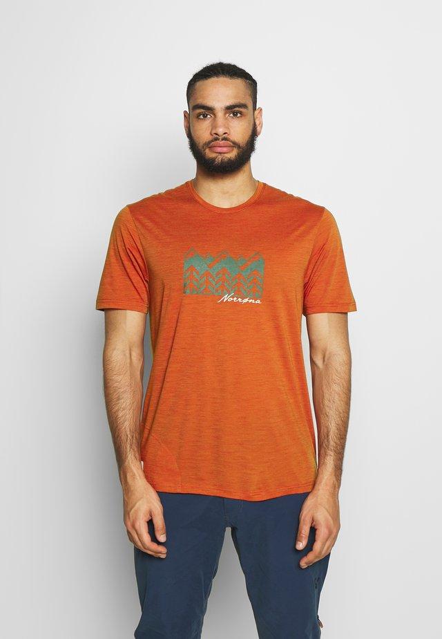 SVALBARD  - T-shirt med print - rooibos tea