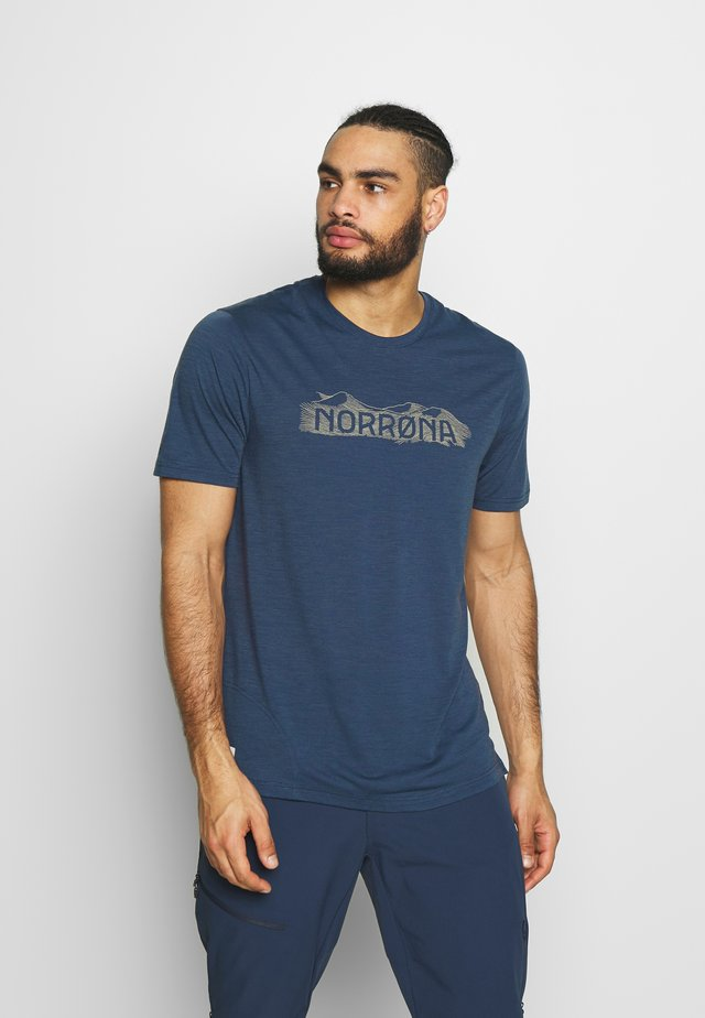 SVALBARD  - T-shirt med print - indigo night