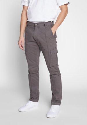 YATES UTILITY PANT - Cargo trousers - grey