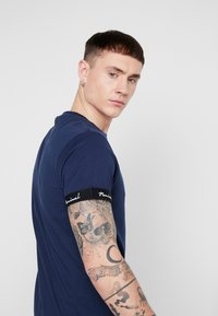 Nominal - WORTH - Print T-shirt - navy - 3