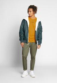 Nominal - REGRETS - Långärmad tröja - mustard - 1