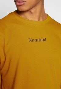 Nominal - REGRETS - Långärmad tröja - mustard - 4