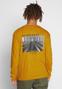 Nominal - REGRETS - Långärmad tröja - mustard - 2