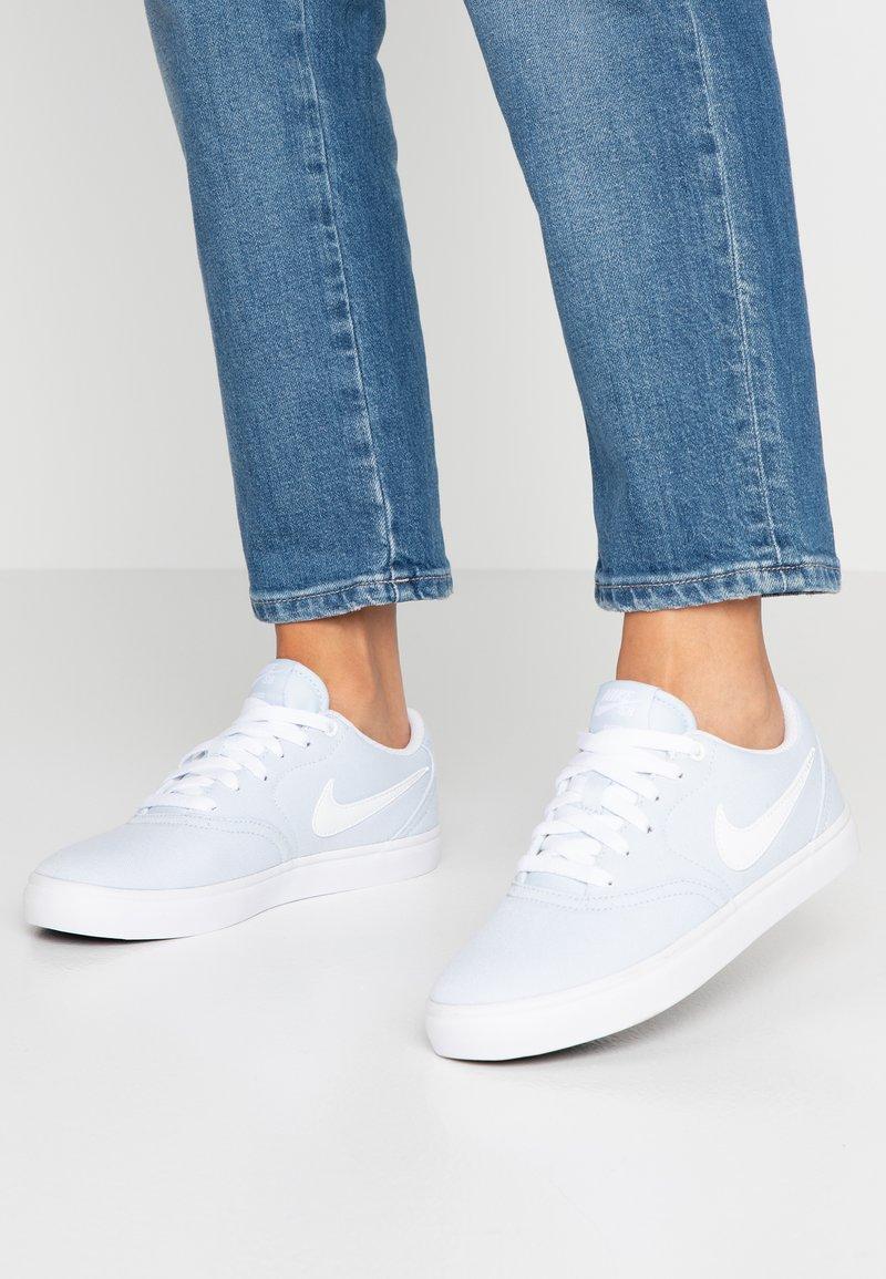 Nike SB - CHECK SOLAR - Sneaker low - half blue/white