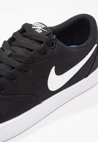 Nike SB - CHECK SOLAR - Sneaker low - black/white/pure platinum - 2