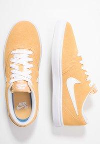 Nike SB - CHECK SOLAR - Sneakers - celestial gold/white - 3