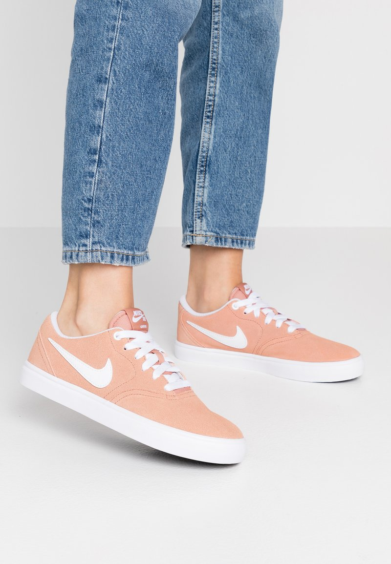 Nike SB - CHECK SOLAR - Sneakers laag - rose gold/white