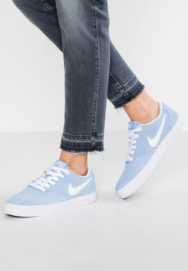 Nike SB - CHECK SOLAR - Sneakers laag - aluminum/white