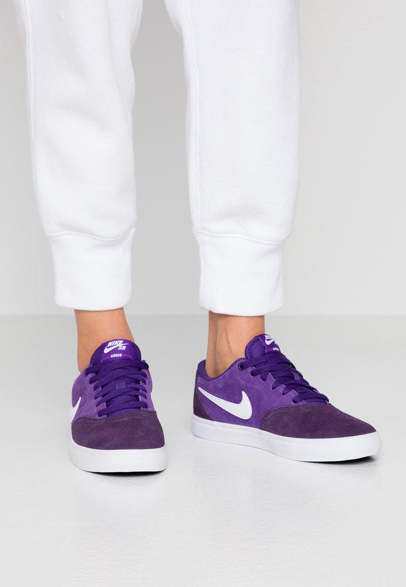 Nike SB - CHECK SOLAR - Sneakers - grand purple / white