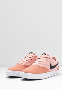 Nike SB - CHECK SOLAR - Skateschoenen - terra blush/black/coral stardust/white - 4