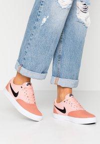 Nike SB - CHECK SOLAR - Skateschoenen - terra blush/black/coral stardust/white - 0