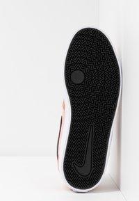 Nike SB - CHECK SOLAR - Skateschoenen - terra blush/black/coral stardust/white - 6