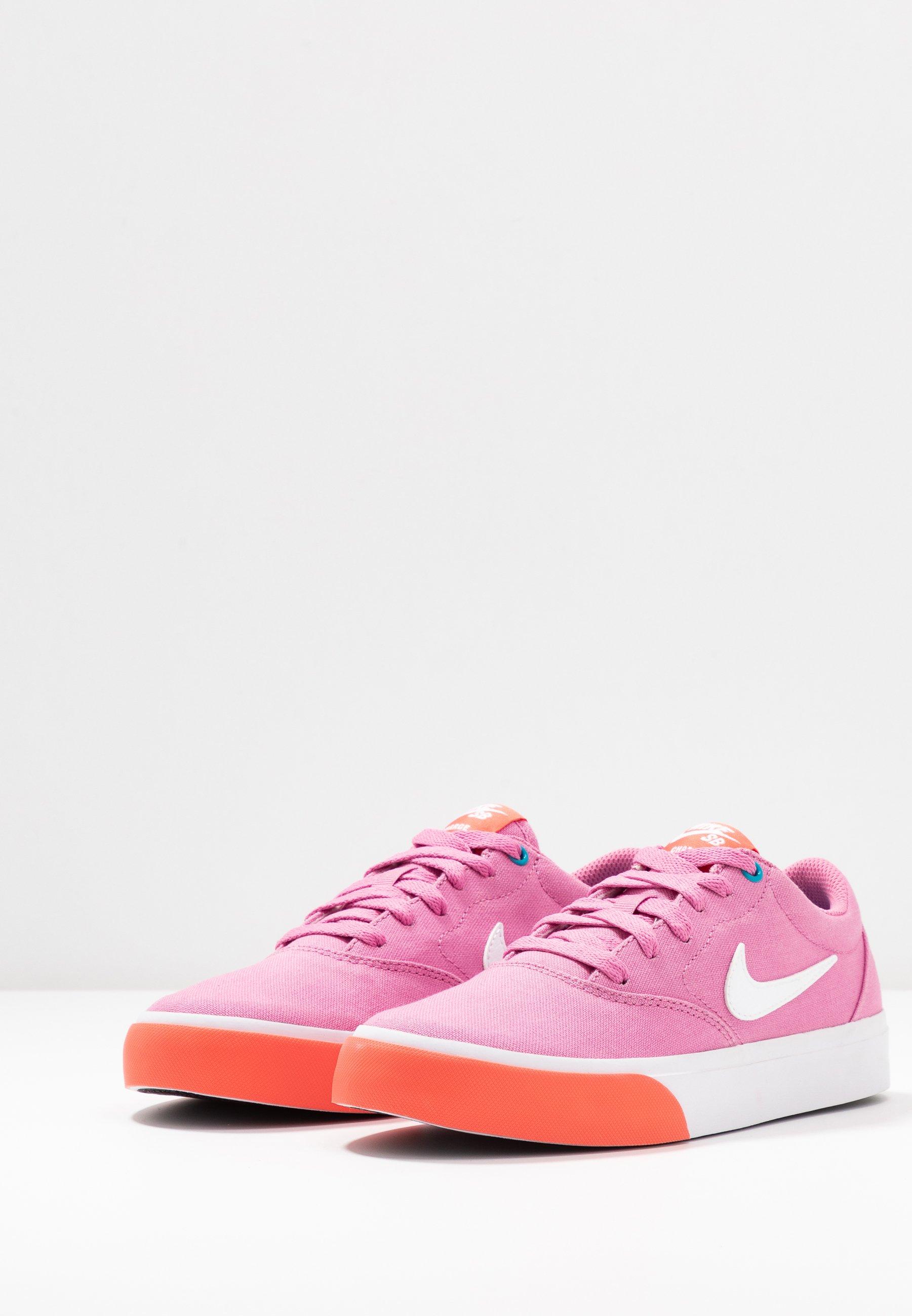 Nike SB CHARGE - Sneakersy niskie - magic flamingo/white/magic ember/laser blue
