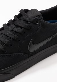 Nike SB - CHARGE - Sneakersy niskie - black - 2