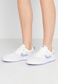 Nike SB - ALLEYOOP - Trainers - summit white/light thistle - 0