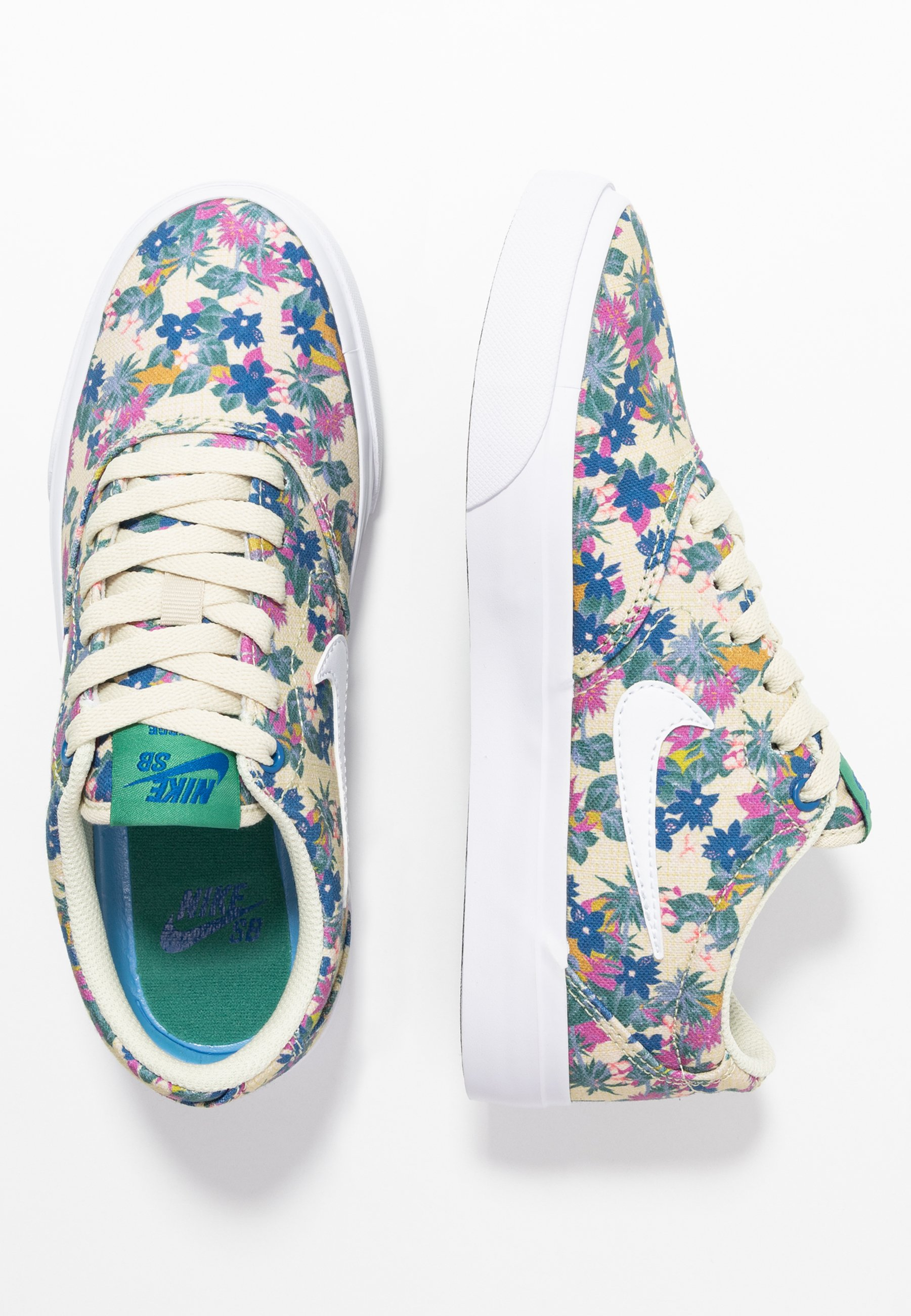 Nike SB CHARGE - Sneakers - fossil/white/evergreen aura