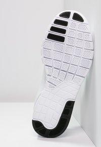 Nike SB - STEFAN JANOSKI MAX - Sneakers laag - white/black - 4