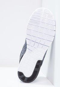 Nike SB - STEFAN JANOSKI MAX - Sneakers laag - white/black/dark grey - 4
