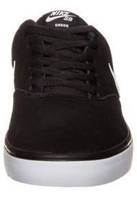 Nike SB - CHECK SOLARSOFT - Sneakers - black/white - 2