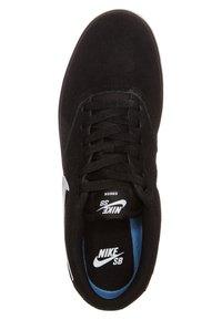 Nike SB - CHECK SOLARSOFT - Sneakers - black/white - 4