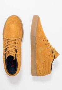 Nike SB - ZOOM JANOSKI MID - Korkeavartiset tennarit - wheat/black/light brown/photo blue/hyper pink - 1