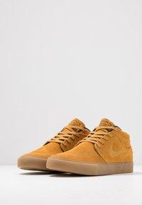 Nike SB - ZOOM JANOSKI MID - Korkeavartiset tennarit - wheat/black/light brown/photo blue/hyper pink - 2