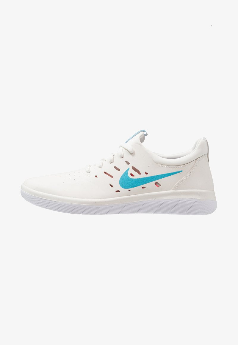 Nike SB - NYJAH FREE - Skateschuh - summit white/solar red/white/light blue fury