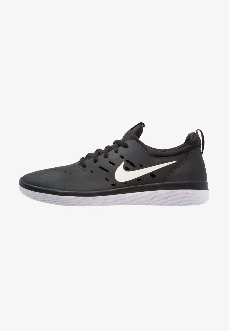 Nike SB - NYJAH FREE - Skate shoes - black/white