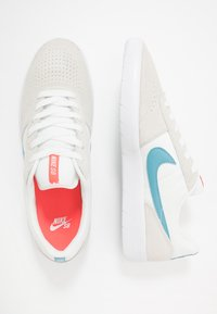 Nike SB - TEAM CLASSIC - Skateschoenen - summit white/cerulean/white/laser crimson - 1