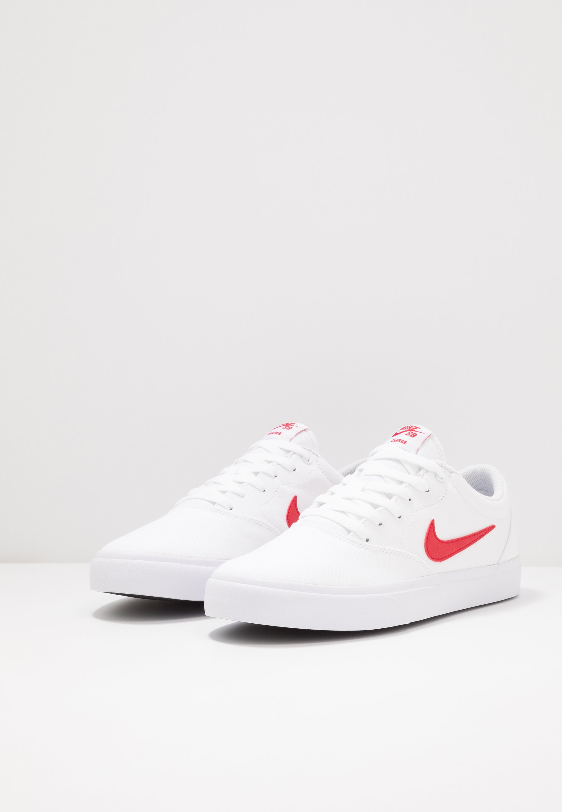 Nike SB CHARGE - Sneakers basse - white/university red fVa88MUg