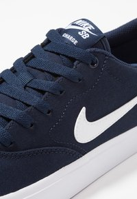 Nike SB - CHARGE  - Baskets basses - obsidian/white - 5
