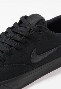 Nike SB - CHARGE  - Sneakersy niskie - black - 5