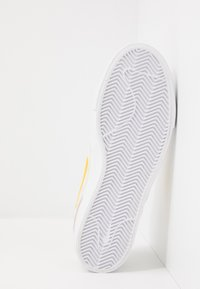 Nike SB - ZOOM JANOSKI - Instappers - summit white/university gold/black - 4