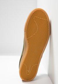 Nike SB - ZOOM JANOSKI - Instappers - medium olive/white/light brown/photo blue/hyper pink - 4