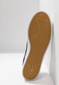 Nike SB - ZOOM JANOSKI - Instappers - black/white - 4