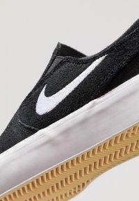 Nike SB - ZOOM JANOSKI - Instappers - black/white - 5