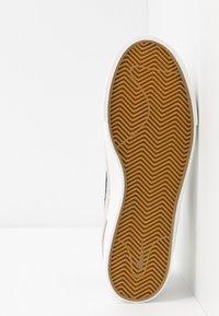 Nike SB - ZOOM JANOSKI - Sneakers laag - summit white/obsidian/team red/light brown - 4